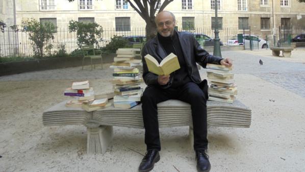 """Pour propager l'amour des livres, l'écrivain et blogueur Pierre Martial lance l'opération """"Lire partout!"""""""