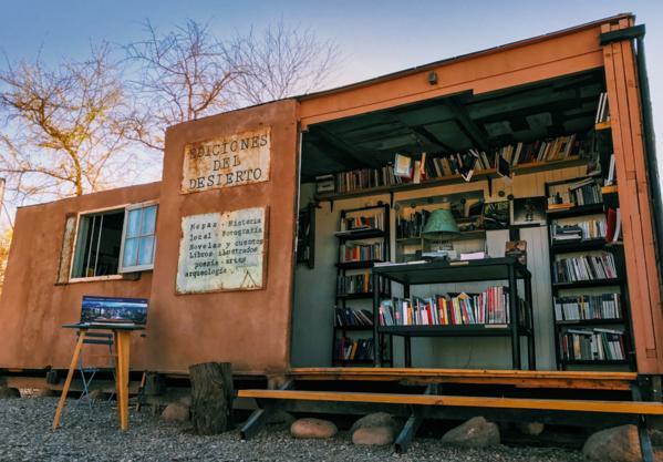 Plantée en plein désert d'Atacama au Chili, cette étrange librairie attire des milliers de personnes.