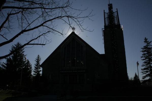 Canada : cette église désaffectée a été transformée en une immense bibliothèque  de plus de 130 000 livres