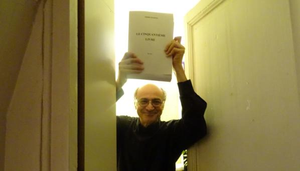 """Pierre Martial dans le grenier où il a finalisé le manuscrit de son prochain roman """"Le cinquantième livre"""""""