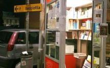 Bologne: dans cette petite bibliothèque de rue, on peut venir lire à toute heure du jour et de la nuit!