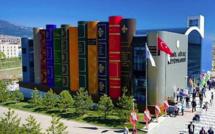 Cette nouvelle bibliothèque turque a été construite avec des livres de plusieurs dizaines de mètres de haut.