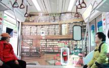 Ce train sud-coréen est une bibliothèque nomade remplie de livres gratuits pour ses passagers.