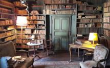 Cette bibliothèque vieille de 200 ans vient d'être retrouvée intacte dans une maison abandonnée.