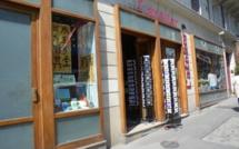 """La librairie l'Atelier 9 à Pigalle (Paris 9e), nouveau diffuseur des """" Don Quichotte du Livre """" de Pierre Martial"""