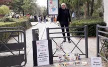 Distribution de livres gratuits à l'entrée de nombreux squares