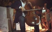 Irak: le violoncelliste qui joue au milieu des décombres des attentats terroristes