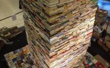 Libraires équilibristes  et pyramide de livres  la plus haute au monde.