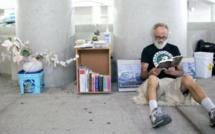 La bibliothèque souterraine d'Alex, le SDF qui a tout perdu, sauf l'amour des livres!